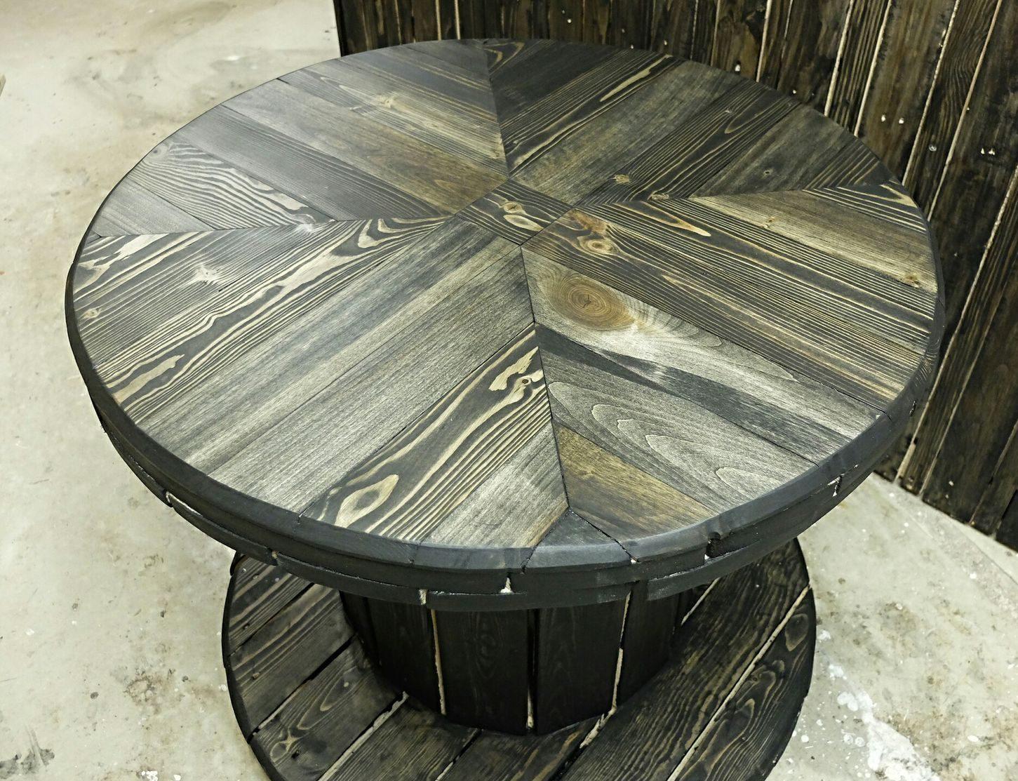 Столик из старой катушки.