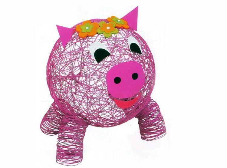 Свинка из ниток на ёлку своими руками.