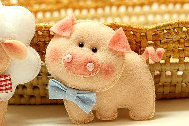Свинья из фетра.