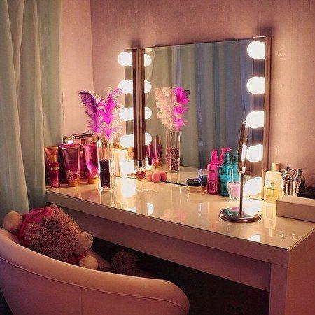 туалетный столик с подсветкой.