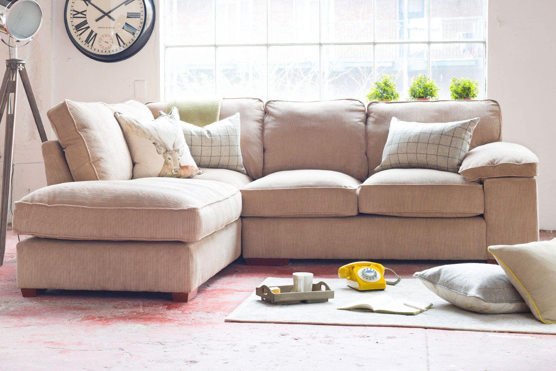 Угловой диван-кровать в интерьере.