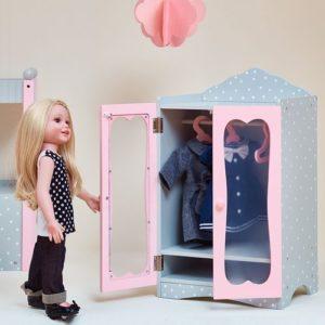 Выбор дизайна вешалок для куклы