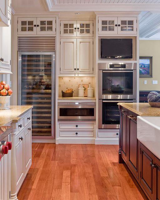 Телевизор на кухне.