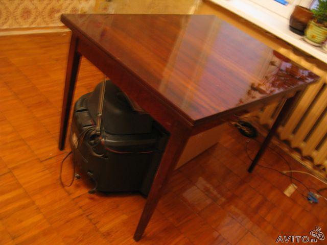 лакированный стол