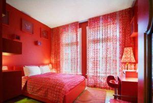 подбор мебели при оформлении спальни в красных тонах