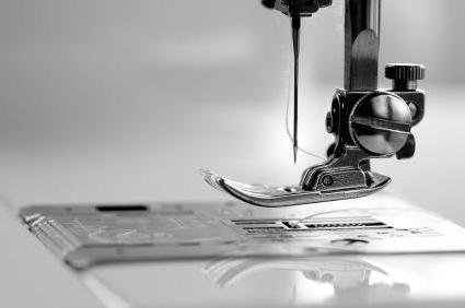 почему швейная машинка пропускает стежки