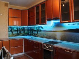 Приклеить светодиодную ленту к кухонному гарнитуру