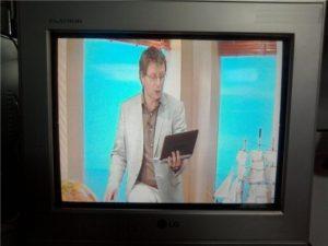 Большое изображение на телевизоре.
