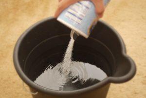 зачем мыть пол солью
