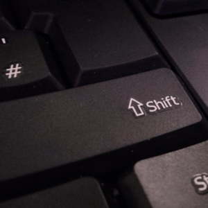 Где находится кнопкаShift на клавиатуре