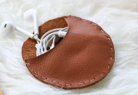 Пример кожаного чехла для наушников.