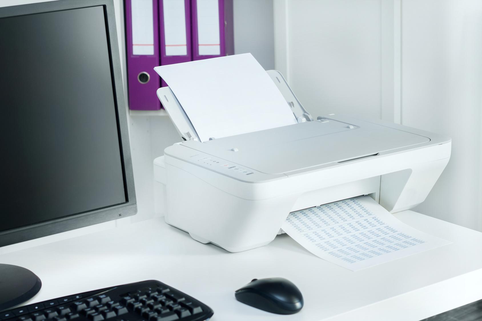 Принтер печатает.