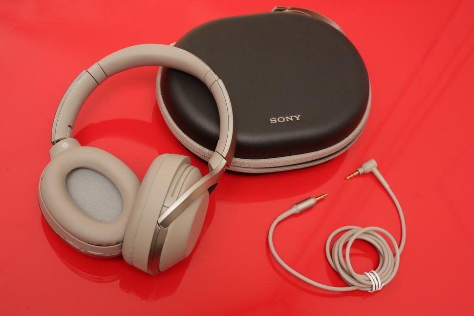 Sony MDR-1000X.