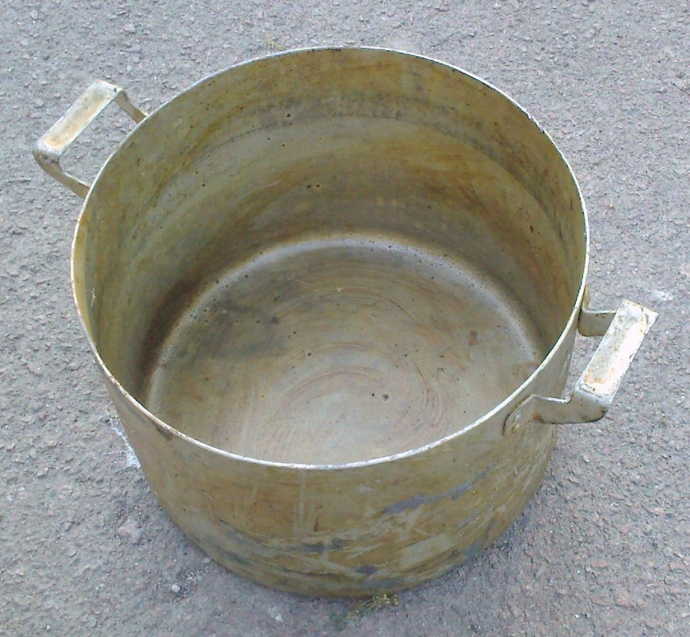 старая алюминиевая кастрюля