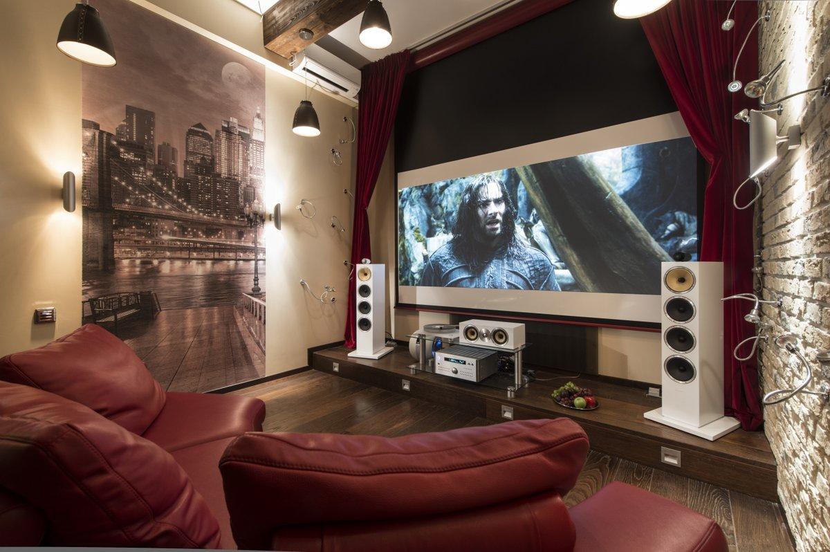 Стиль оформления домашнего кинотеарта и дизайн комнаты должны сочетаться.
