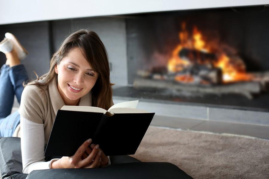 Чтение бумажных книг доставляет удовольствие.
