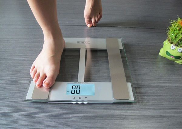 Как обмануть весы и весить меньше