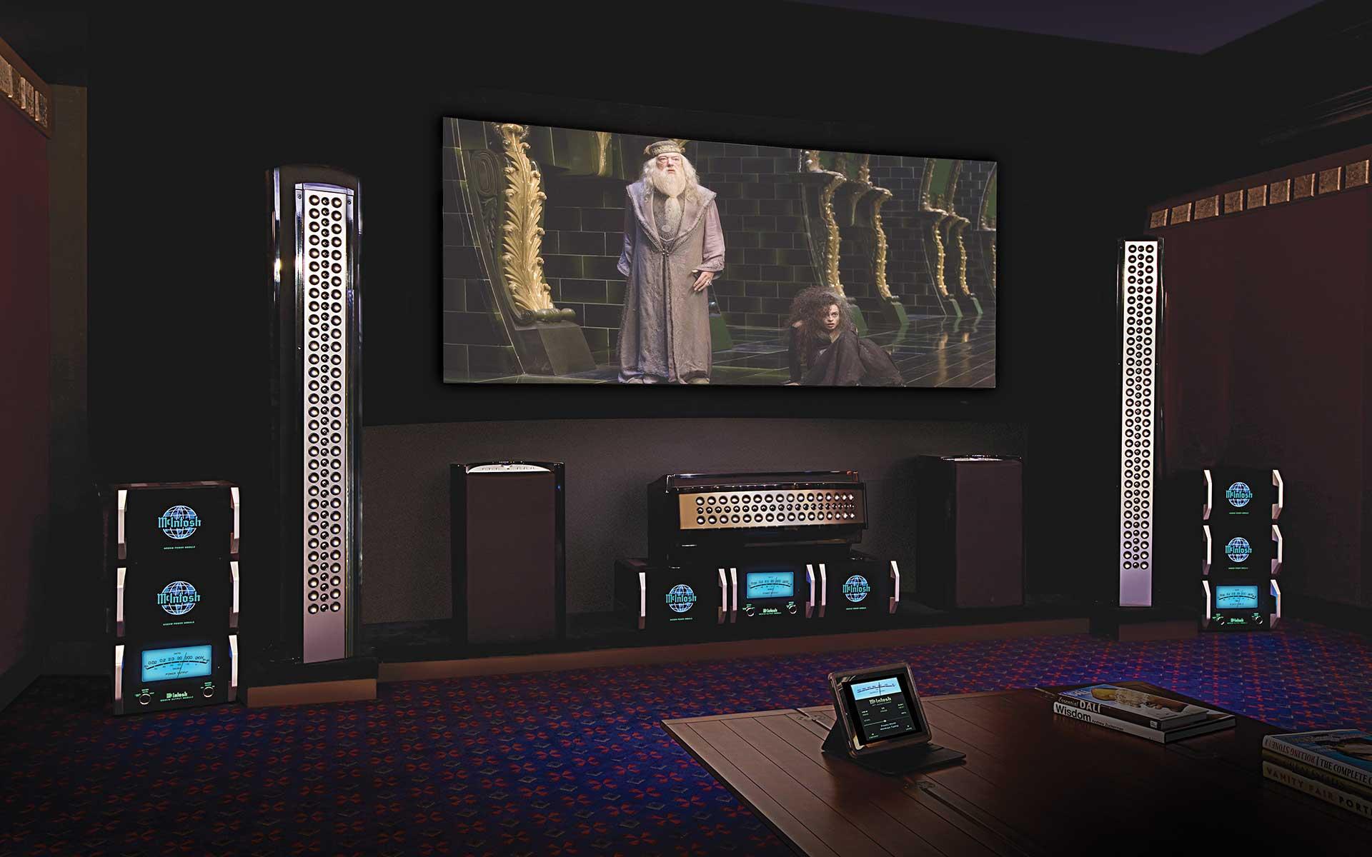 Домашний кинотеатр с сабвуфером для объёмного звучания.