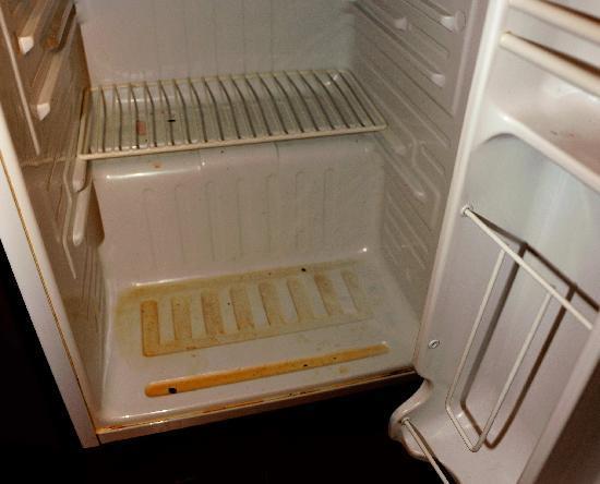 грязный холодильник