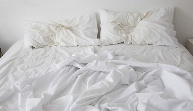 грязное постельно