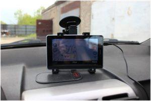 планшет в машине