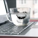 Вода на ноутбуке.