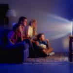 Семейный просмотр телевизора.