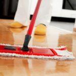 Полы: мыть или протирать — есть ли разница?