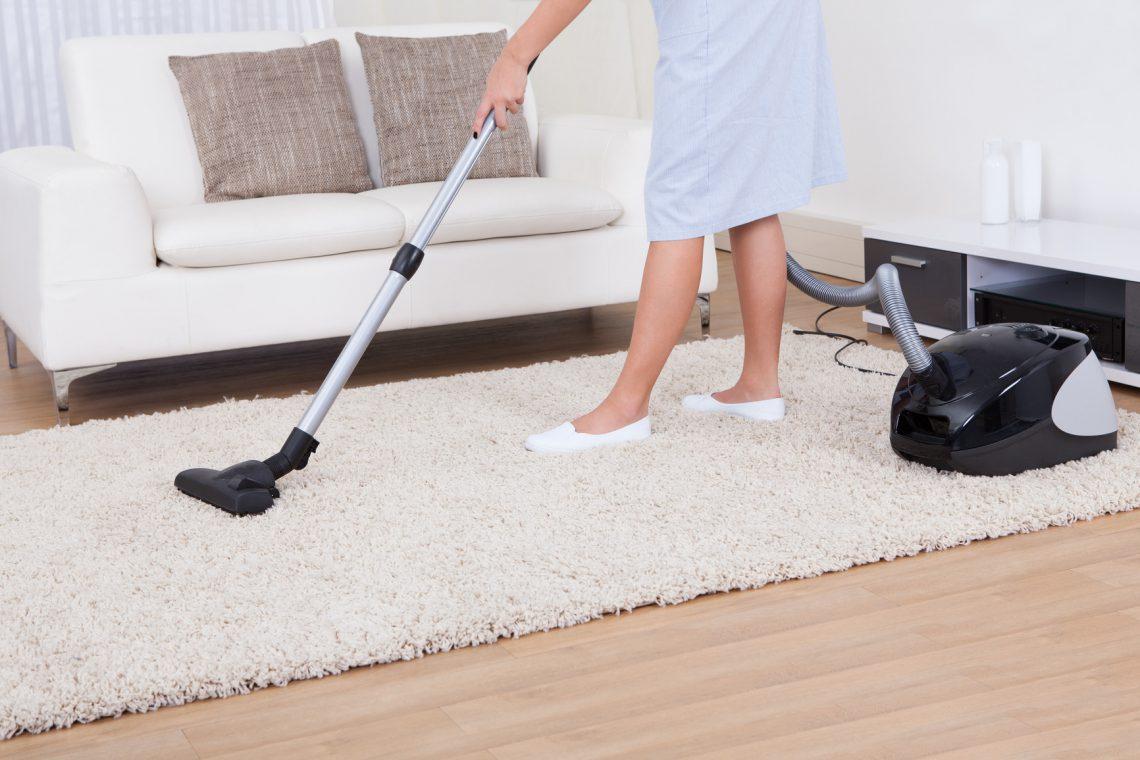 Ошибки, которые многие допускают, когда пылесосят ковёр