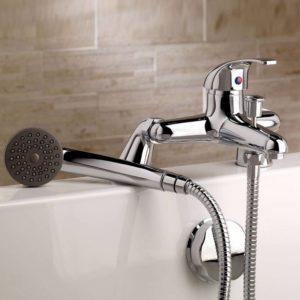 Смеситель на ванну с душем врезной.