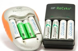 Батарейки в зарядном устройстве.