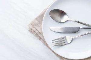 Положение приборов на тарелке: ресторанная «азбука»