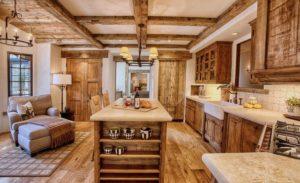 интерьер кухни-столовой в стиле рустик
