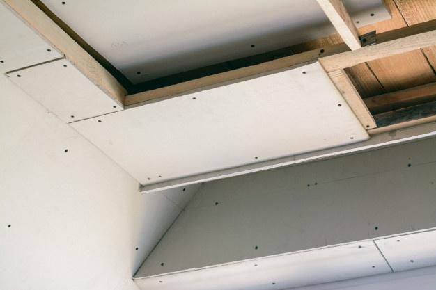 гипсокартон на потолок в деревянном доме
