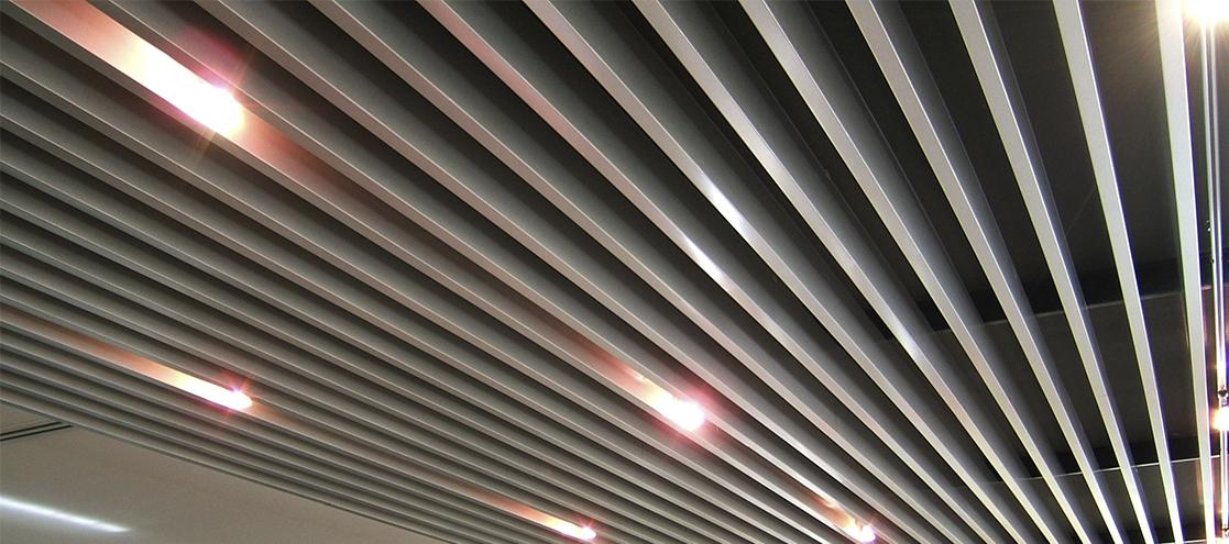 потолок в стиле хай-тек