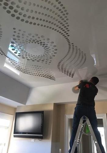 натяжные потолки с эффектом металлик