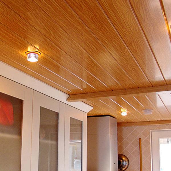 ПВХ вагонка и панели на потолок балкона или лоджии
