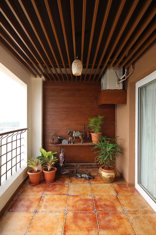 потолок на балконе или лоджии из деревянных реек