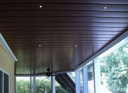 алюминиевые рейки на потолке балкона или лоджии