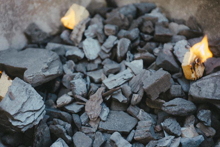 Куски угля