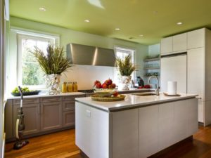 отделка потолка в кухне