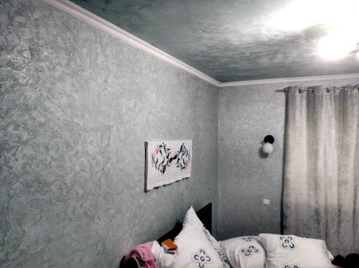 декоративная штукатурка на потолке в спальне