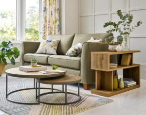 Столик у дивана
