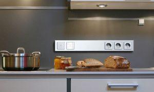 выключатели и розетки на кухне