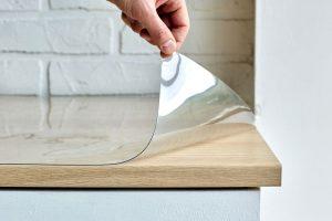как приклеить силиконовую клеенку на стол