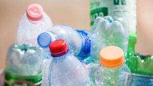 из чего делают пластиковые бутылки