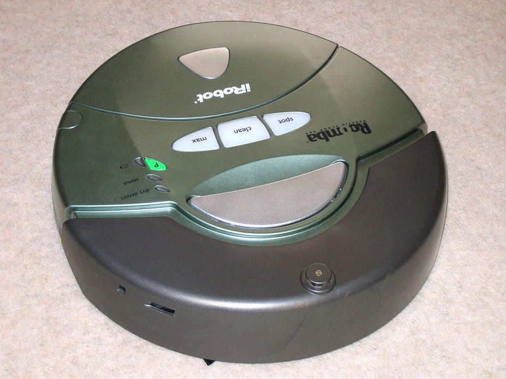 первый робот пылесос