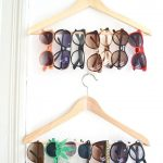 Хранить очки, шарфы и украшения