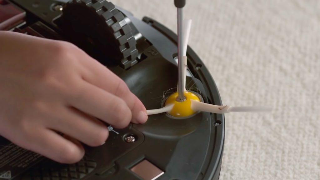ремонт боковой щетки робота пылесоса