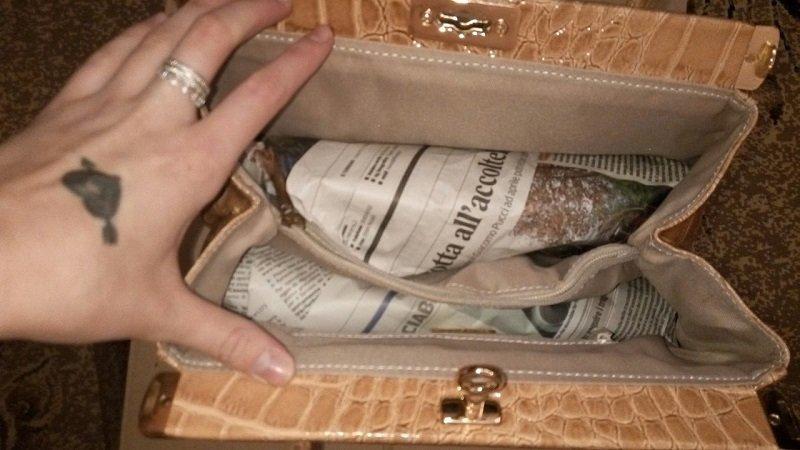 Применение газет в качестве наполнителя для сумок и обуви